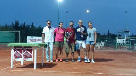 Il Maestro Sandro Massei Con Assia Diletti e Cinzia Masala premiano i due finalisti Ortu e Naitana